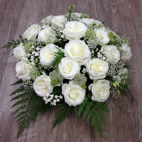 coussin de roses blanches